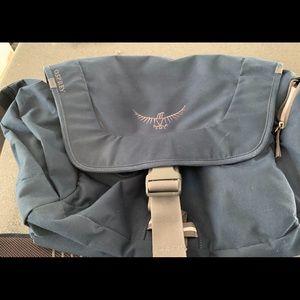 Large casual laptop messenger bag, compartments ++